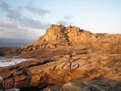 Acantilado na Costa Galloufa, preto do Faro de Baroña.