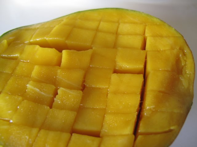 how to cut a mango in half
