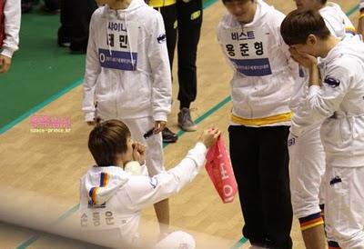 [News] Afeto de Key e Dongwoon, do B2ST, no Idol Star Atletics? Tumblr_lfius3QHCv1qcl8qx