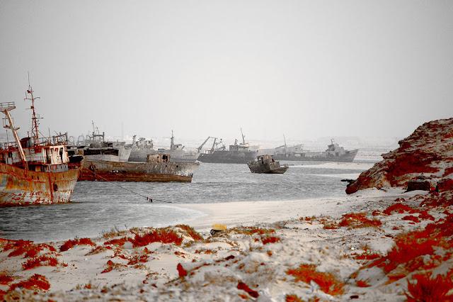 http://1.bp.blogspot.com/_Q-PuSGjFHvY/SVKztdyTAKI/AAAAAAAADOI/9CHsF2IsKv4/s640/Nouadhibou-shipwreck3.jpg