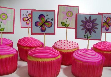 ... am your Cookie: Cumpleaños con mariposas y flores sobre cupcakes