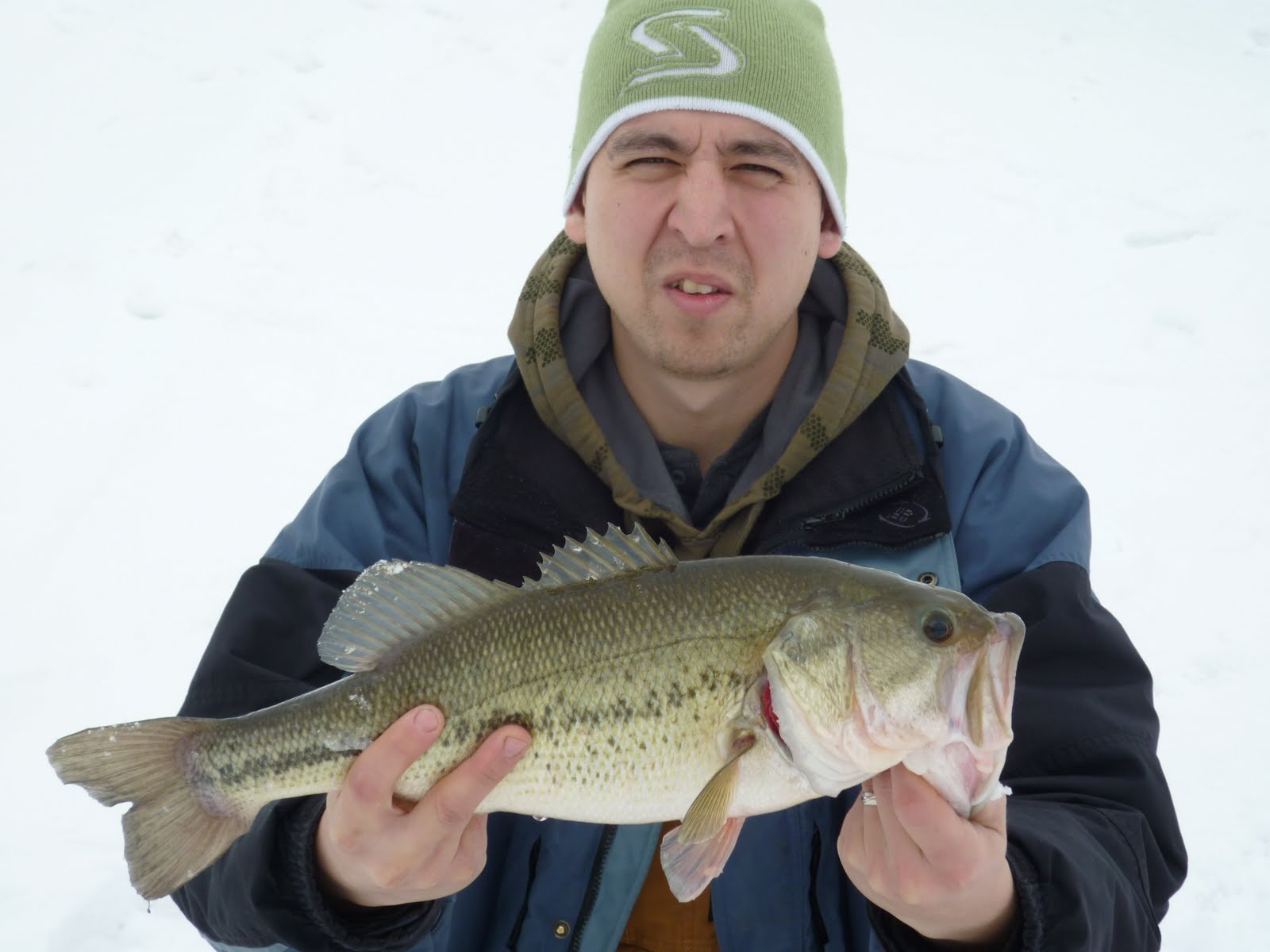 Illinois wisconsin fishing ice fishing lake county il for Best fishing lakes in illinois
