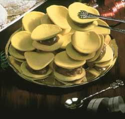 Chilean Alfajores (Macarons with Dulce de Leche)