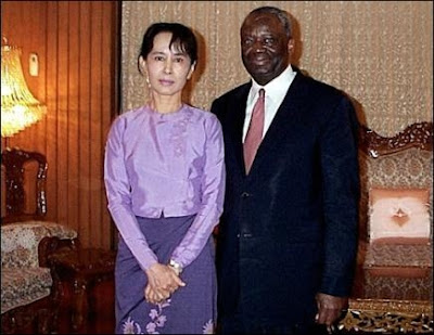 http://1.bp.blogspot.com/_Q57T6p7vOq8/Rv_ymTUioDI/AAAAAAAAABI/vFHhml8WhVY/s400/419223252-enviado-onu-birmania-reune-lider-opositora.jpg