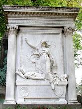 Túmulo de Jules Michelet no Cemitério Père-Lachaise em Paris.