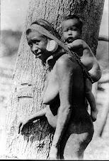 """Mãe Krenak com seu pequeno """"kuruka"""""""