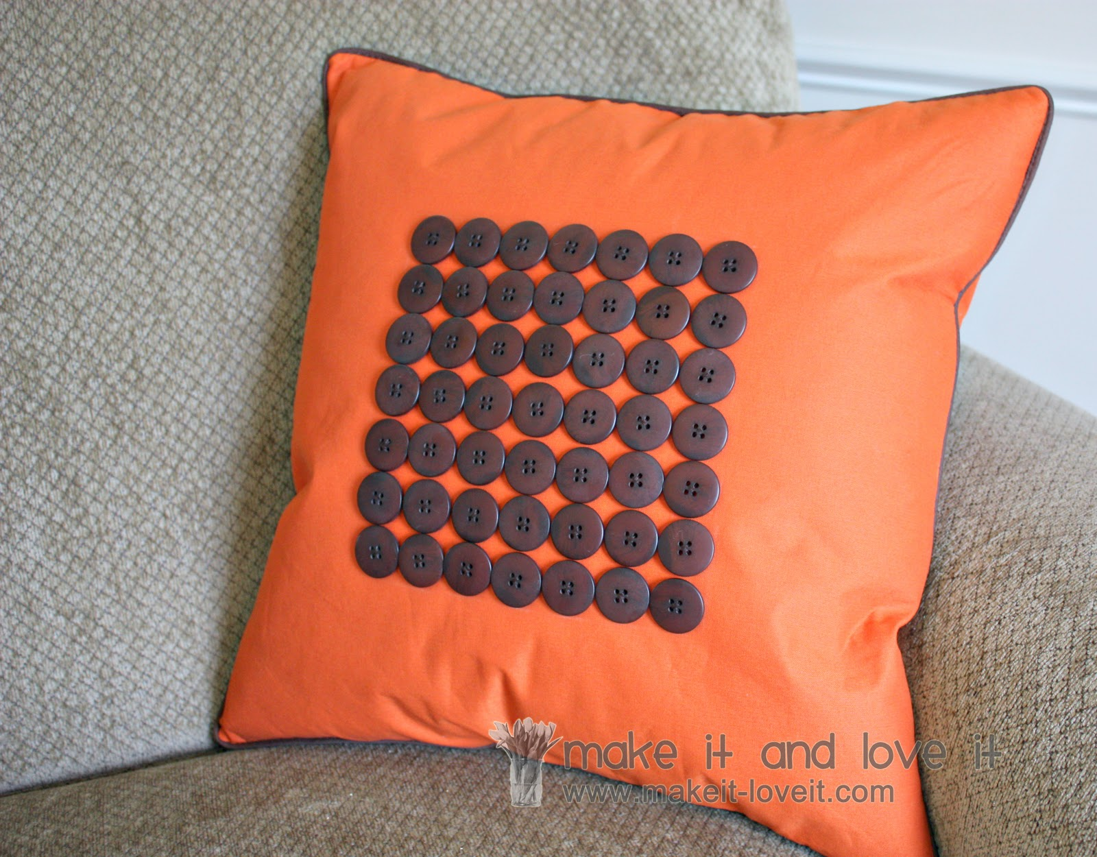 How To Make Decorative Throw Pillow Covers : Decorate My Home, Part 20 - Button/Piping Pillow Cover Make It and Love It