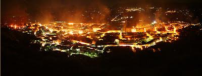 Mi pueblo la primera noche de fiestas, parece estar ardiendo