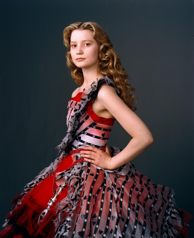 Avatares tercera temporada. New-Alice-in-Wonderland-Mia-Wasikowska-Photoshoot-alice-in-wonderland-2010-10340861-1183-1450