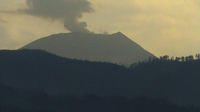 gunung slamet difoto dari kalierang bumiayu pebruari 2009