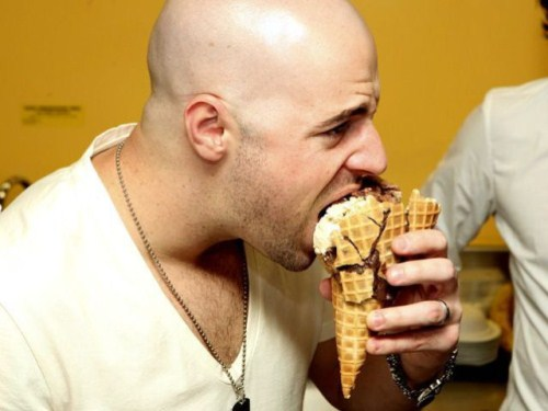 Chris Daughtry eating