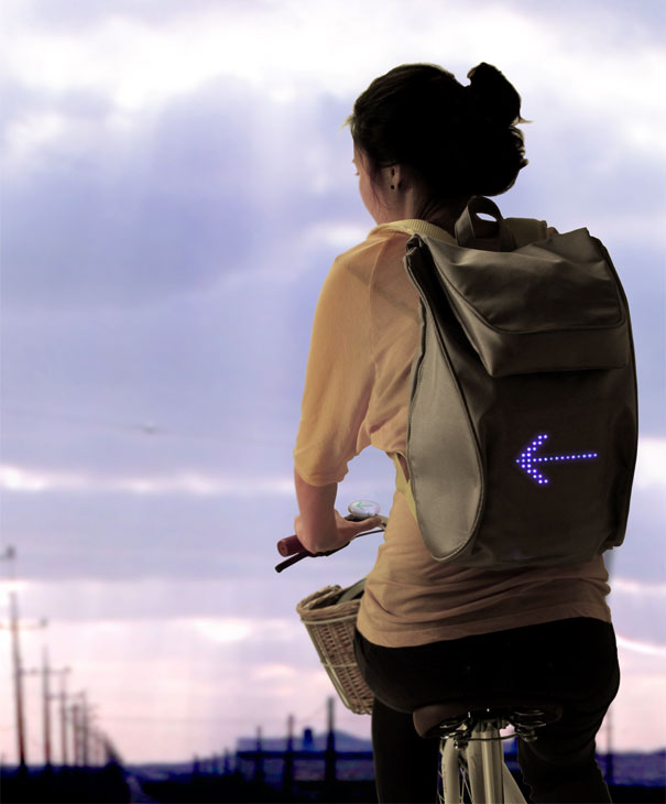Cycling Backpack Shows Turn Signals 2