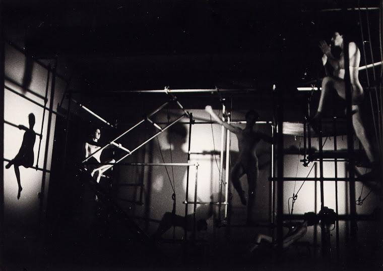 """""""L'Anello della Memoria""""  anno 1986 spettacolo di teatro e danza acrobatica"""