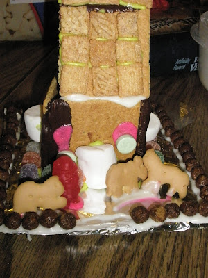 ginger bread house craham cracker christmas