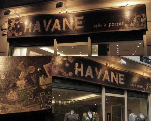 enseigne de la boutique d'à coté! ! Havane. (boutique de prêt à porter. enseigne en bois peint)