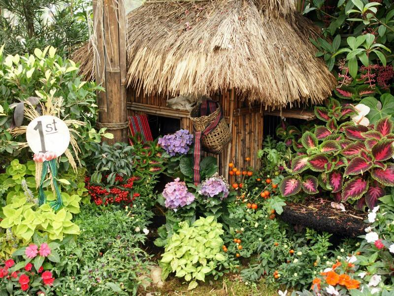 Flower garden home decorating for Home designs with garden