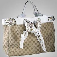 http://1.bp.blogspot.com/_QJ6IjGKdyzU/S1xtGlTEP_I/AAAAAAAAAAc/TD92cGeqKh0/s320/tote+bags.jpg