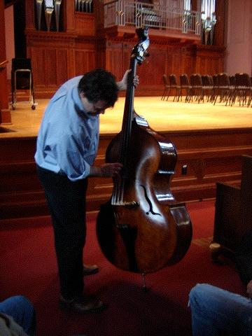 EDGAR MEYER PLAYS DANIEL SEABOLT'S DOUBLE BASS, HE IS AMAZED AT THE SOUND QUALITY