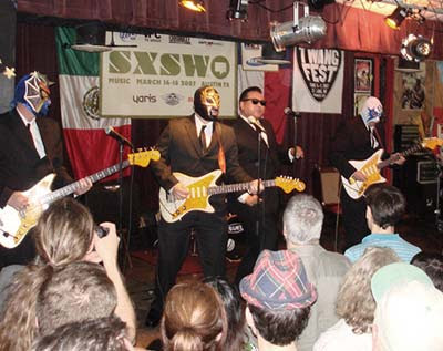 Los Straitjackets con Big Sandy en el Festival SWSX