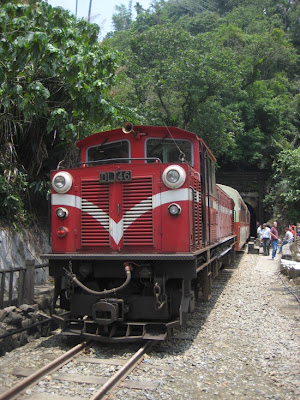the alishan forest train