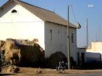 Casa  da SOS na Rua Colónia Piscatória/descina para o mar
