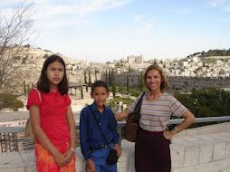 Em Frente a Área do Segundo Templo