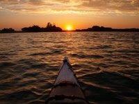 Kajaktur i solnedgangen