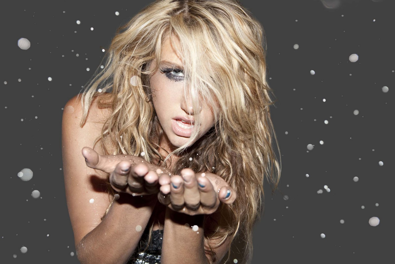 http://1.bp.blogspot.com/_QPysa2MAXAM/TLbEujvAAUI/AAAAAAAACeg/vQRH_-10aaY/s1600/Kesha_Glitter.jpg