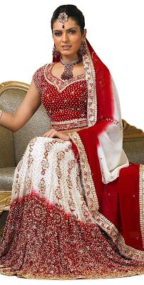 Традиционна или сари или лехенга-чоли одевают на свадьбу.