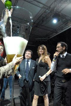 largest champagne glass