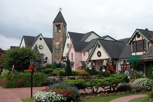 the incredible christmas place is a shopping village in pigeon forge tn that boasts over 30000 square feet of shopping wonderland
