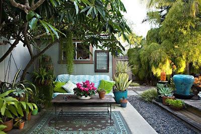 Ladybird beautiful backyards - Jardines interiores pequenos ...