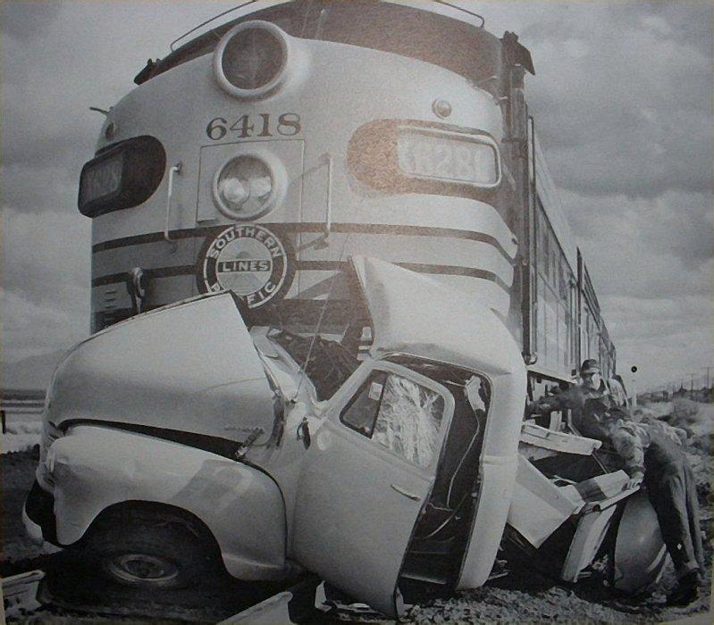 The Vintage Metal Blog: Vintage Car Wrecks!