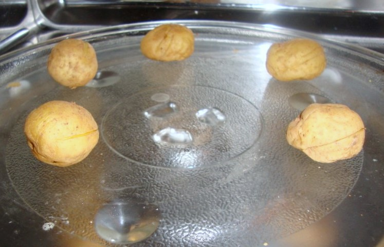how to cook boiled potatoes in the microwave