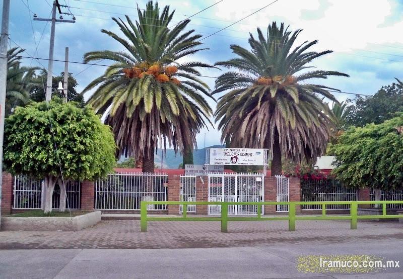 Fachada de la escuela primaria de Irámuco