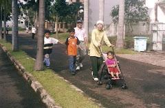 Keluarga Sakinah : Jalan Santai di Perumahan Bumi Serpong Damai