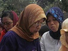 Mbah Putri : Suwarni sedang berdo'a