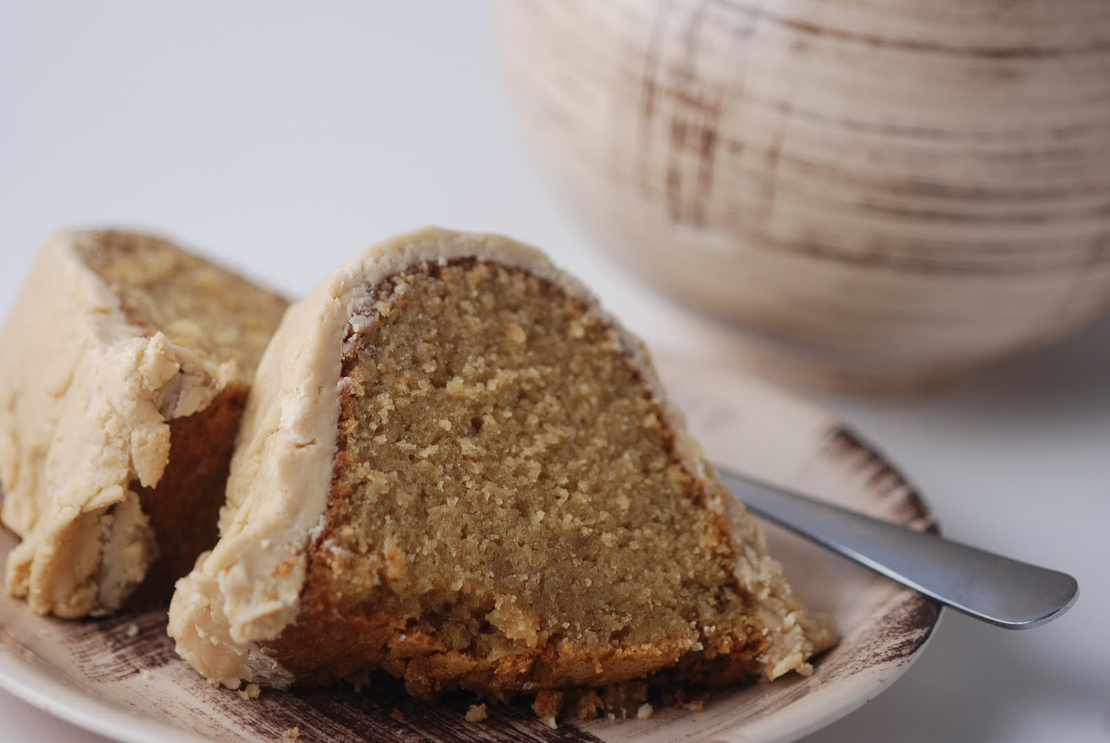 Cake With Icing Sugar Recipe : Vegetable Matter: Brown Sugar Pound Cake with Brown Sugar ...