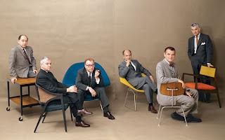 von links nach rechts: George Nelson, Edward Wormley, Eero Saarinen, Harry Bertoia, Charles Eames und Jens Risom  im Playboy 1961