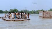 En la fotografía de las inundaciones de Pakistán, la belleza de la imagen no . supervivientes inundaciones khangarh