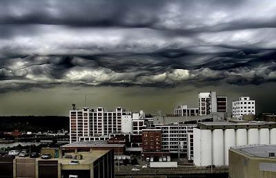 Nubes extrañas en cielos.