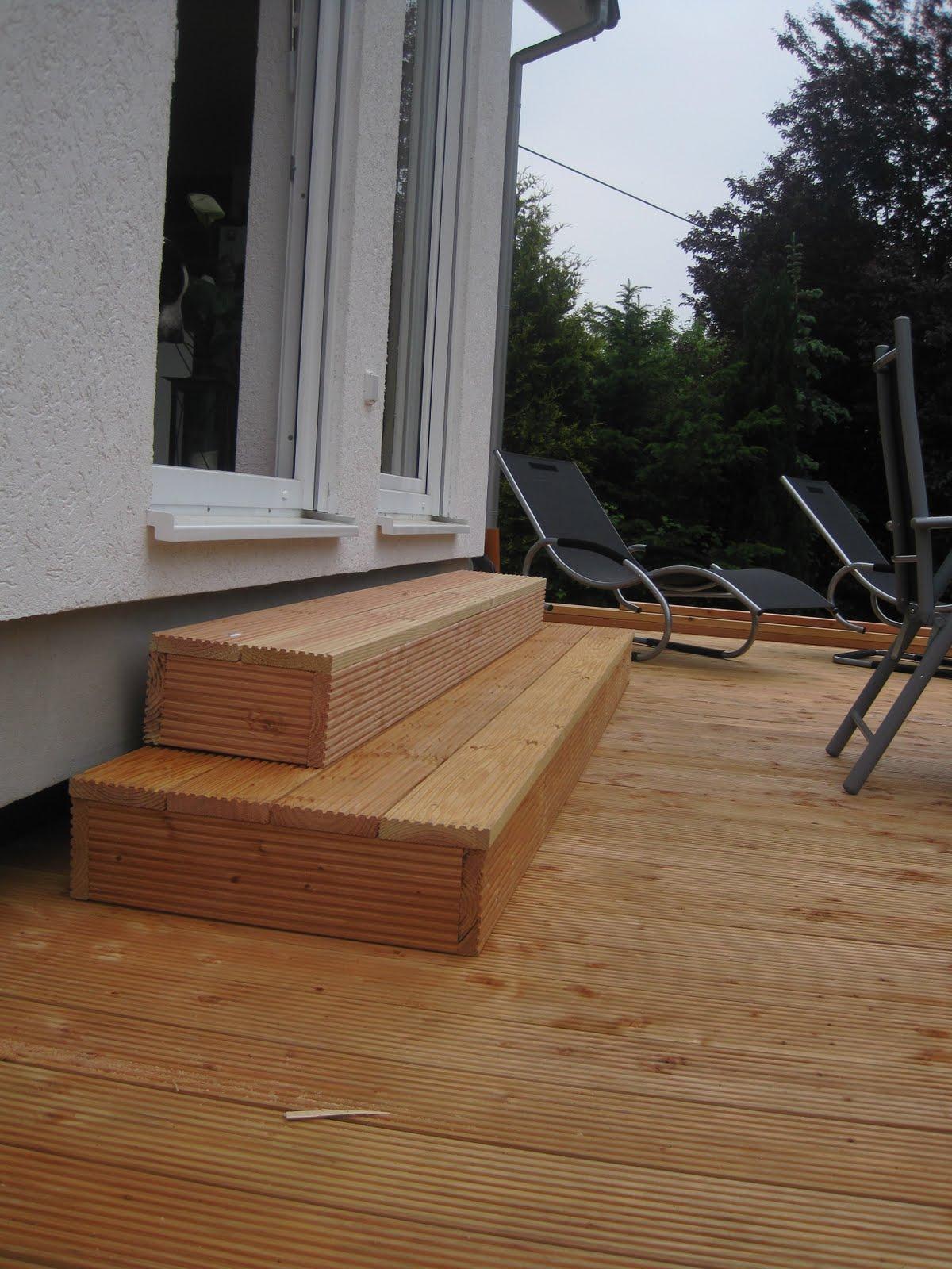 unser liebevoller haus und gartenblog terrassenstufe aus douglasie. Black Bedroom Furniture Sets. Home Design Ideas