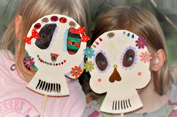 Scrumdilly do make paper plate calaveras masks for Day of the dead crafts for preschoolers