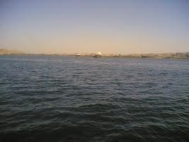النيل بيضحك ويغني فاكرني وبيسأل عني