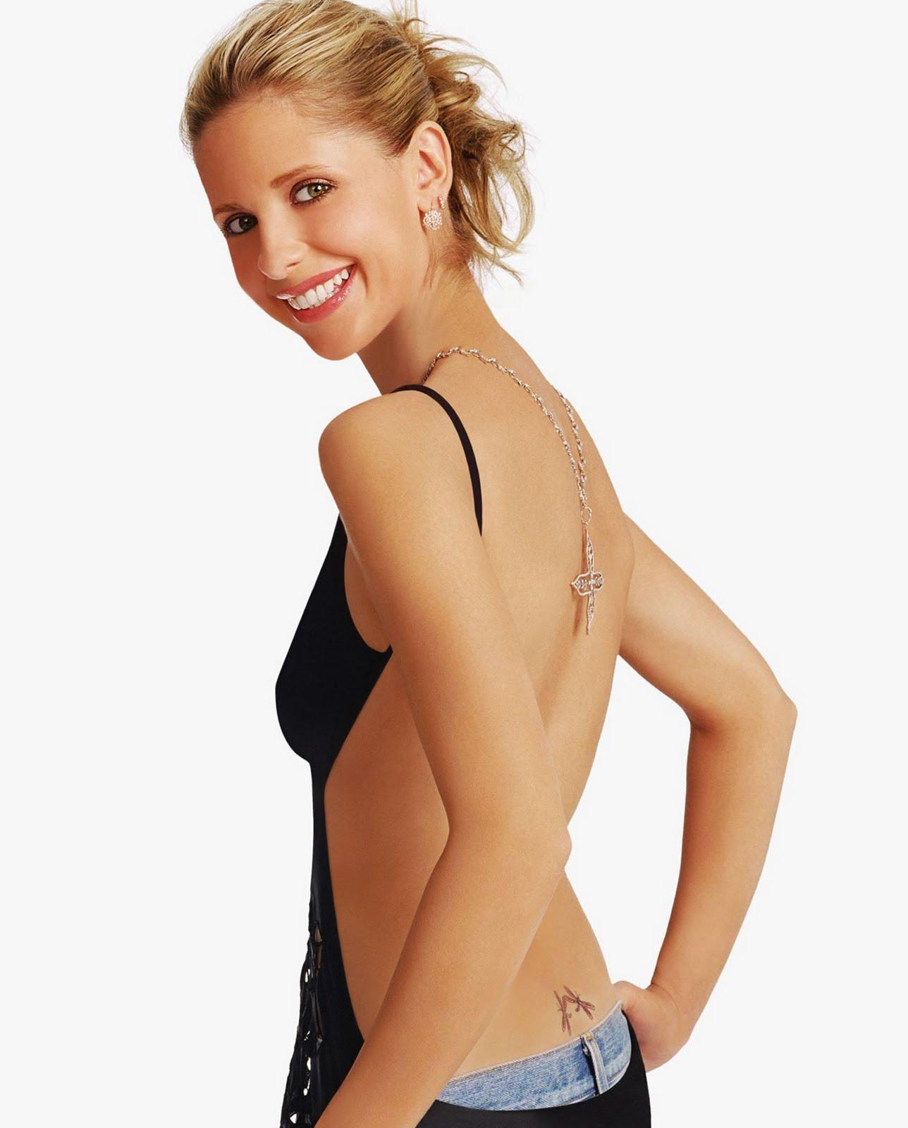 http://1.bp.blogspot.com/_QYaKQV3DquA/TELdz8ktyII/AAAAAAAADiE/O1isLNYuJhg/s1600/sarah-michelle-gellar-back+tattoo.jpg