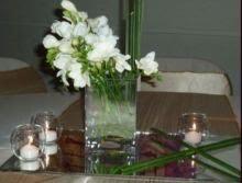 Centro de mesa con fresias