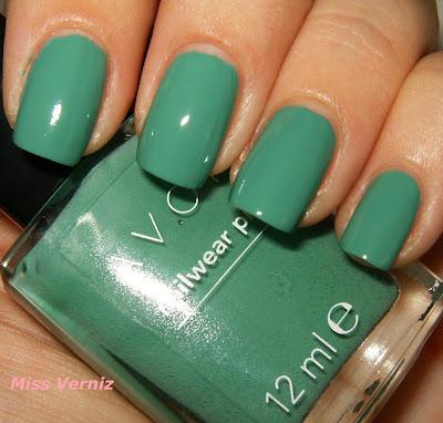 Uñas, manos y pies (dudas y uñas del día) - Página 2 Verniz+Avon+Nailwear+Pro+Peppermint+Leaf+-+5