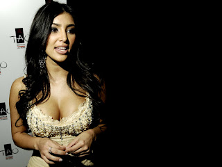 Free unwatermarked wallpapers of Kim Kardashian at Fullwalls.blogspot.com