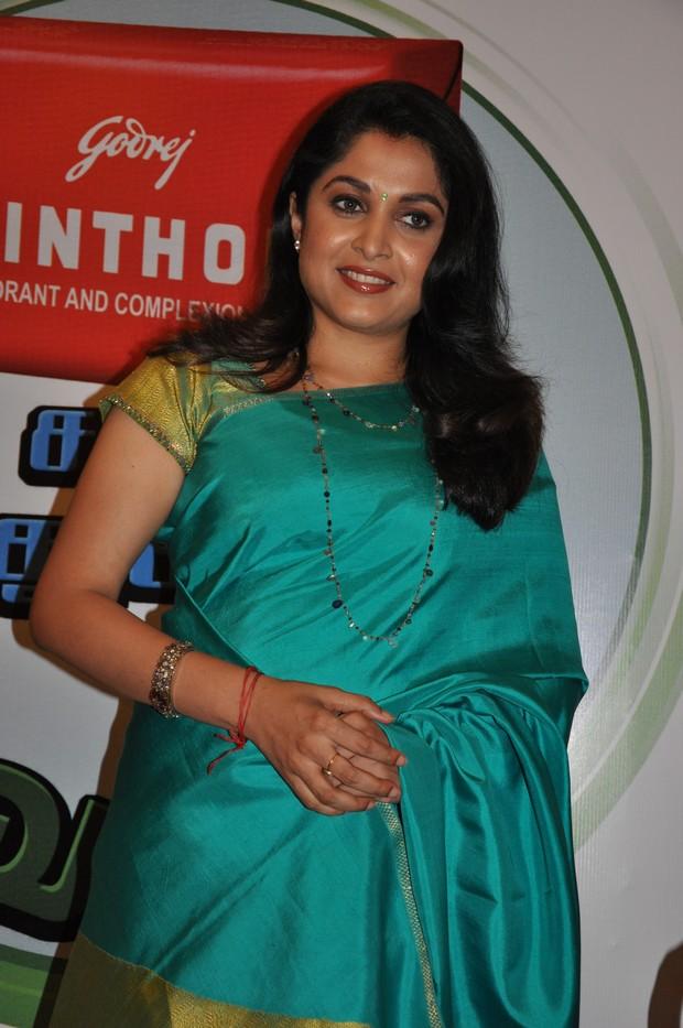 actressphotoszonegallery_com_Hot South  Actress Ramya krishnan saree Photos