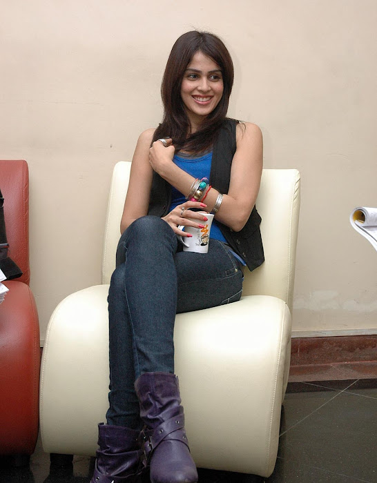 genelia awesome looking from katha press meet unseen pics